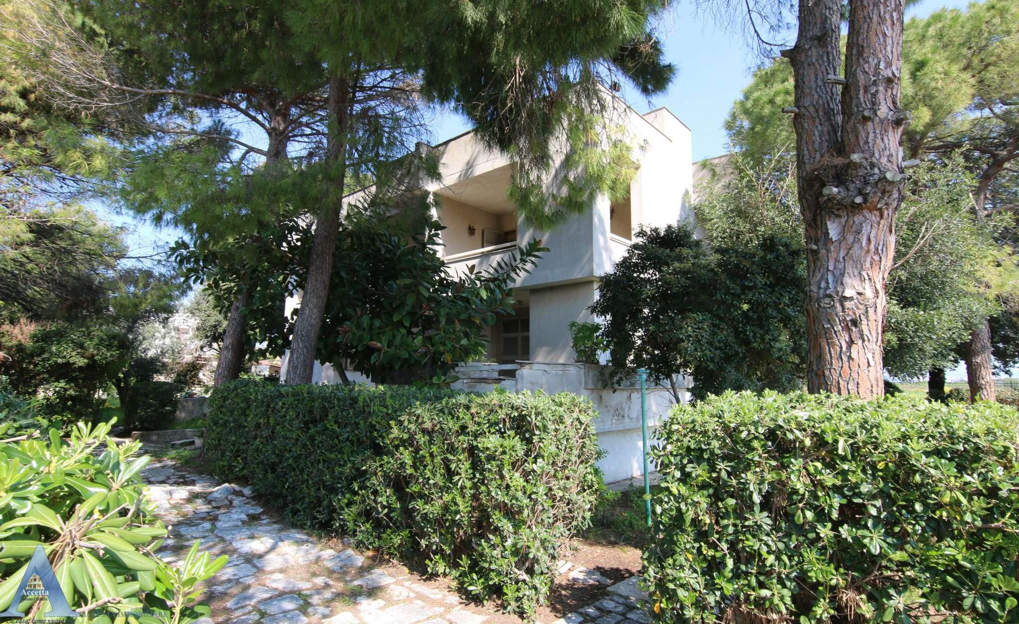 Villa in vendita a Taranto, 8 locali, prezzo € 278.000 | CambioCasa.it