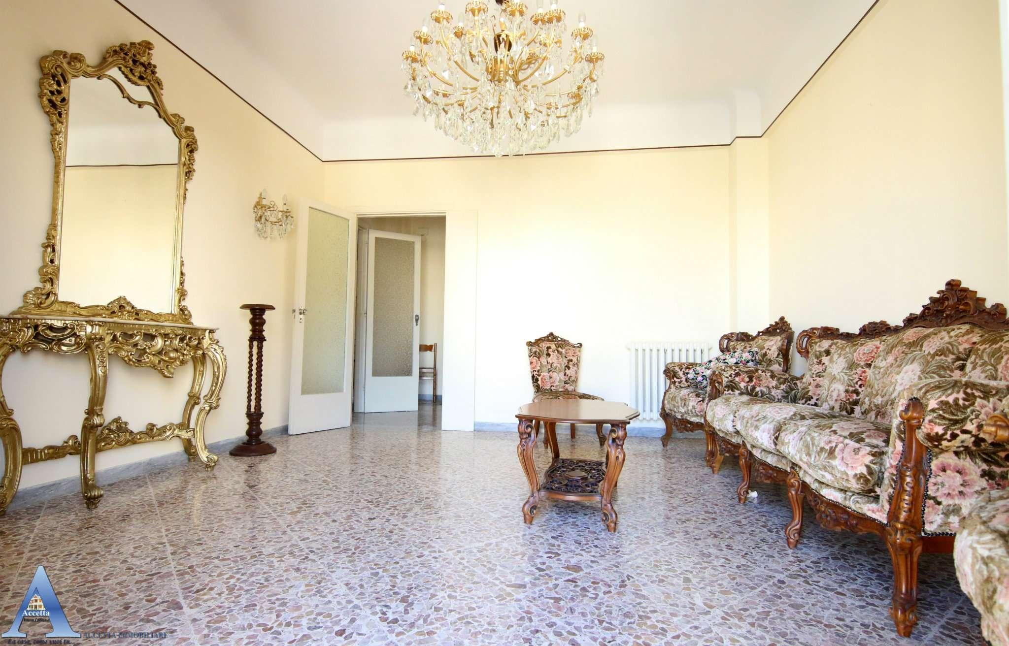Appartamento in vendita a Taranto, 3 locali, prezzo € 98.000 | CambioCasa.it