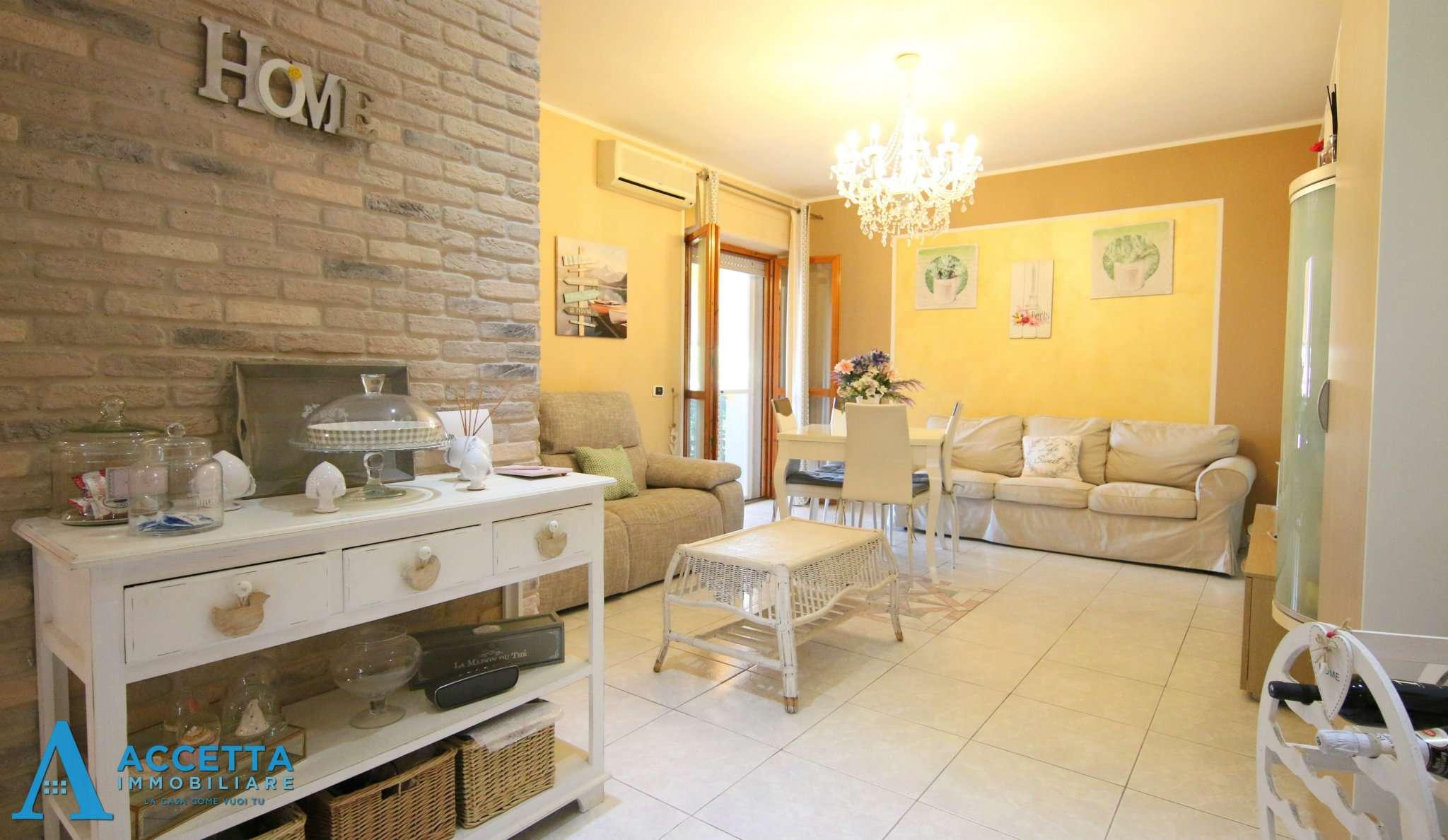 Appartamento in vendita a Taranto, 4 locali, prezzo € 105.000 | PortaleAgenzieImmobiliari.it