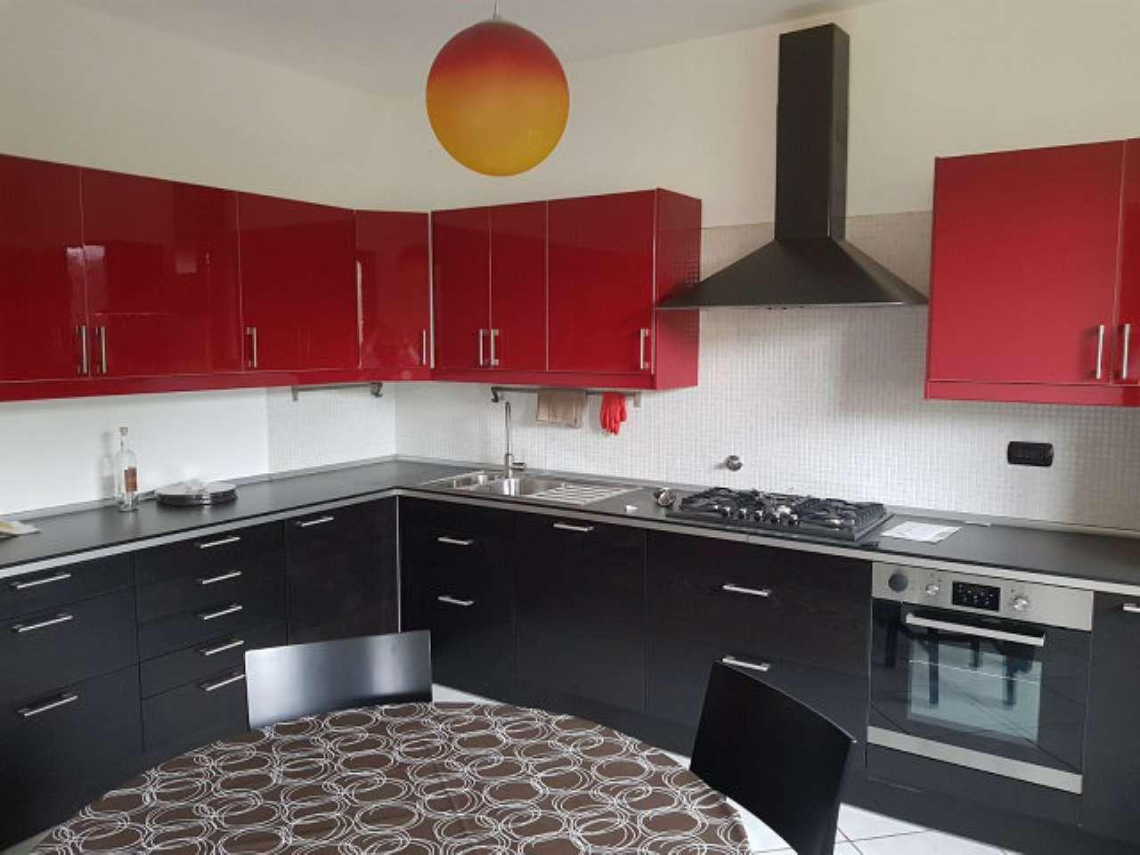 Villetta a schiera in ottime condizioni parzialmente arredato in affitto Rif. 8325655