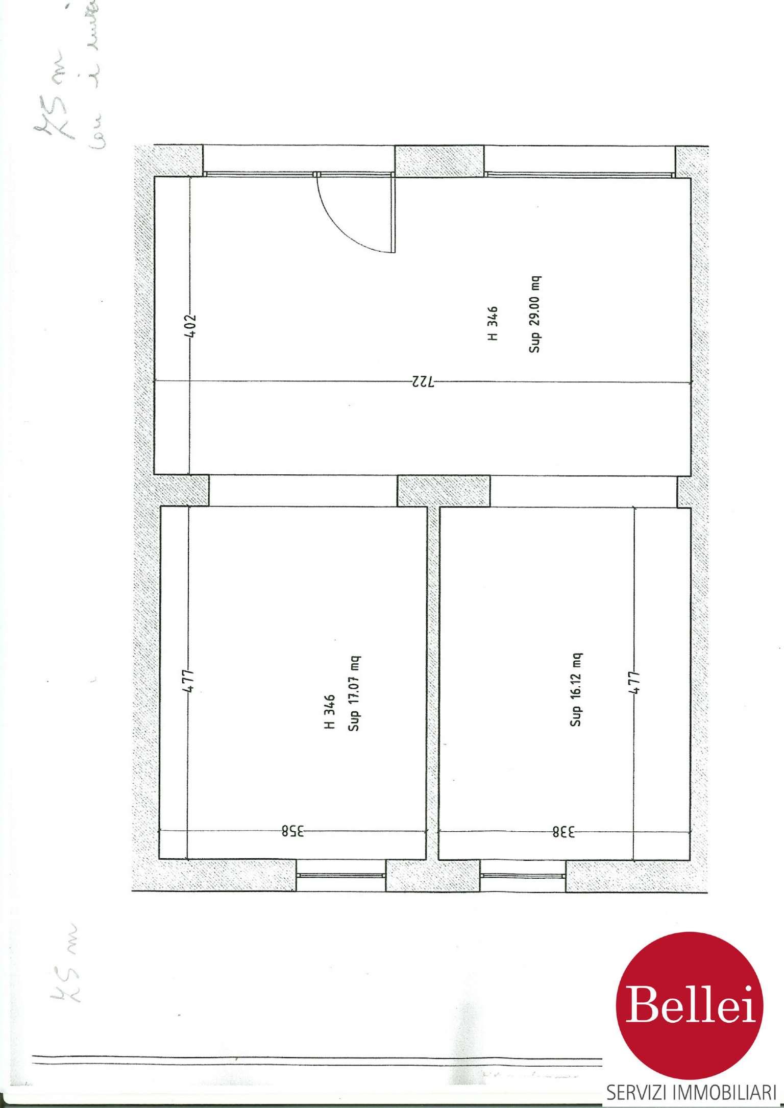 Negozio - ufficio di 75 mq con una vetrina in zona di forte passaggio al centro Rif. 4881398