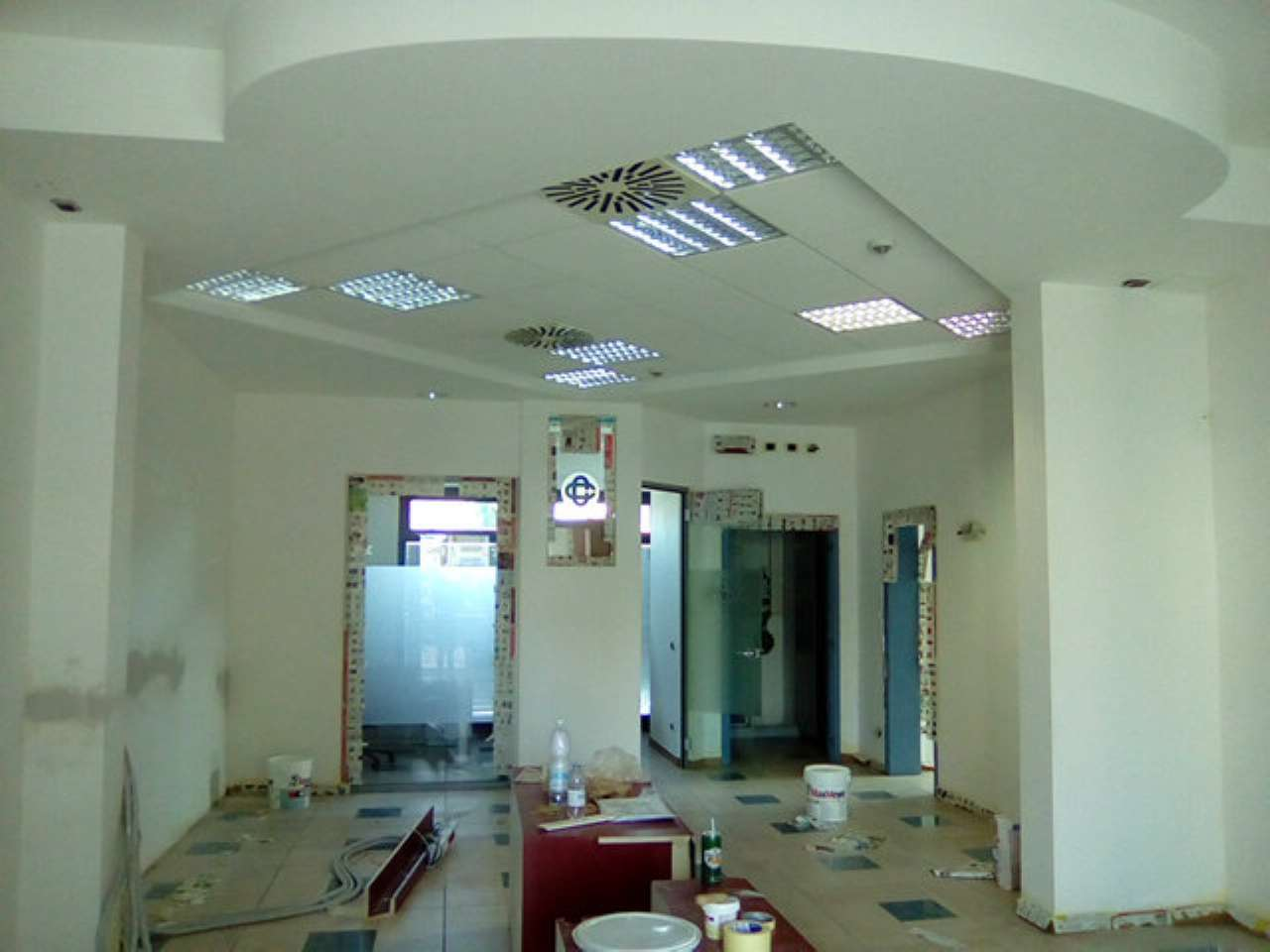 Locale commerciale di 120 mq con 6 vetrine al centro Rif. 6259610