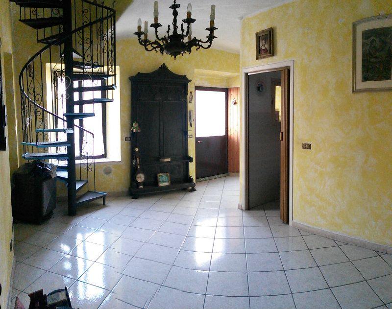 Porzione di casa in buone condizioni in vendita Rif. 6811673