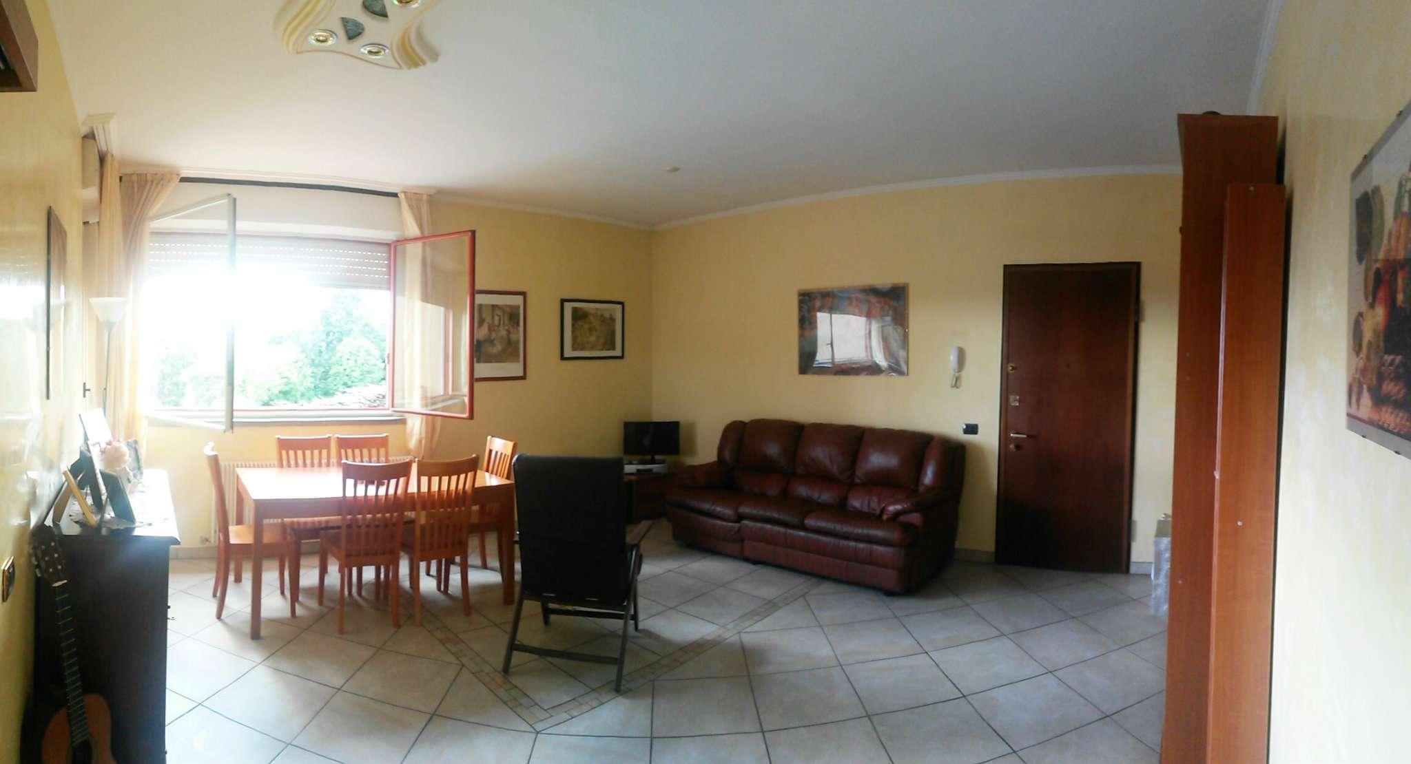 Appartamento in buone condizioni in vendita Rif. 6811756