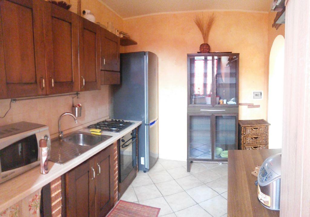 Appartamento in buone condizioni arredato in vendita Rif. 6811762