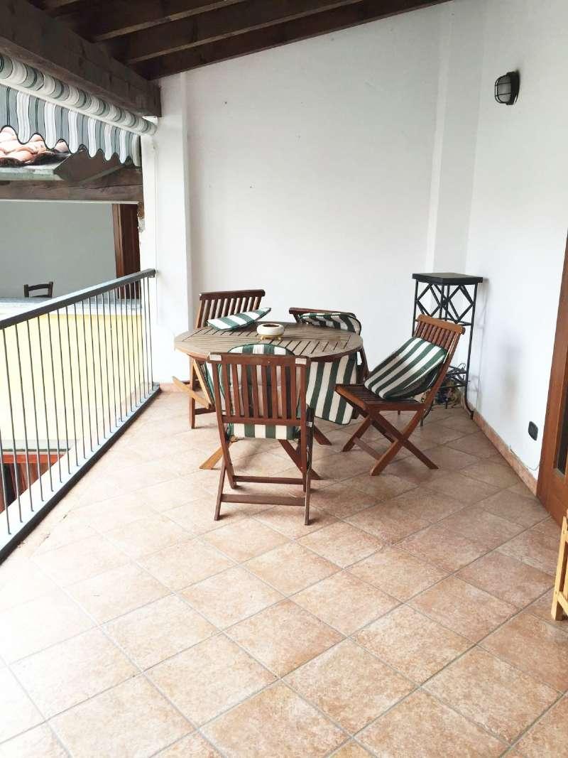 Appartamento in buone condizioni in vendita Rif. 6811807
