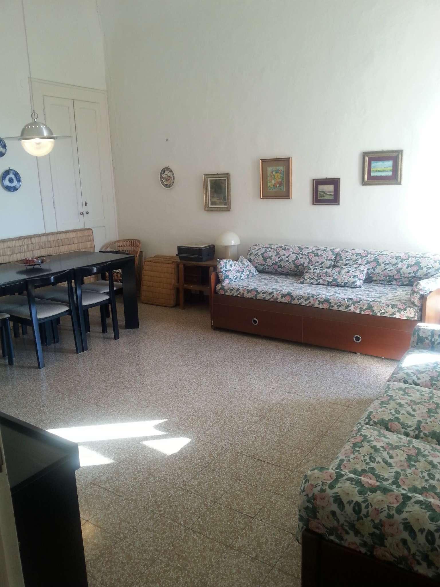 Appartamento in discrete condizioni in vendita Rif. 6811877