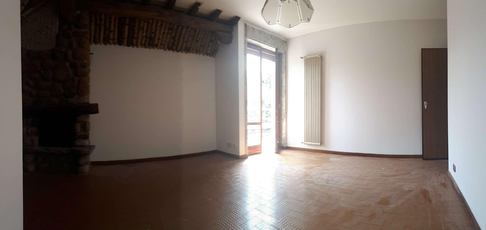 Appartamento in buone condizioni parzialmente arredato in affitto Rif. 7202498