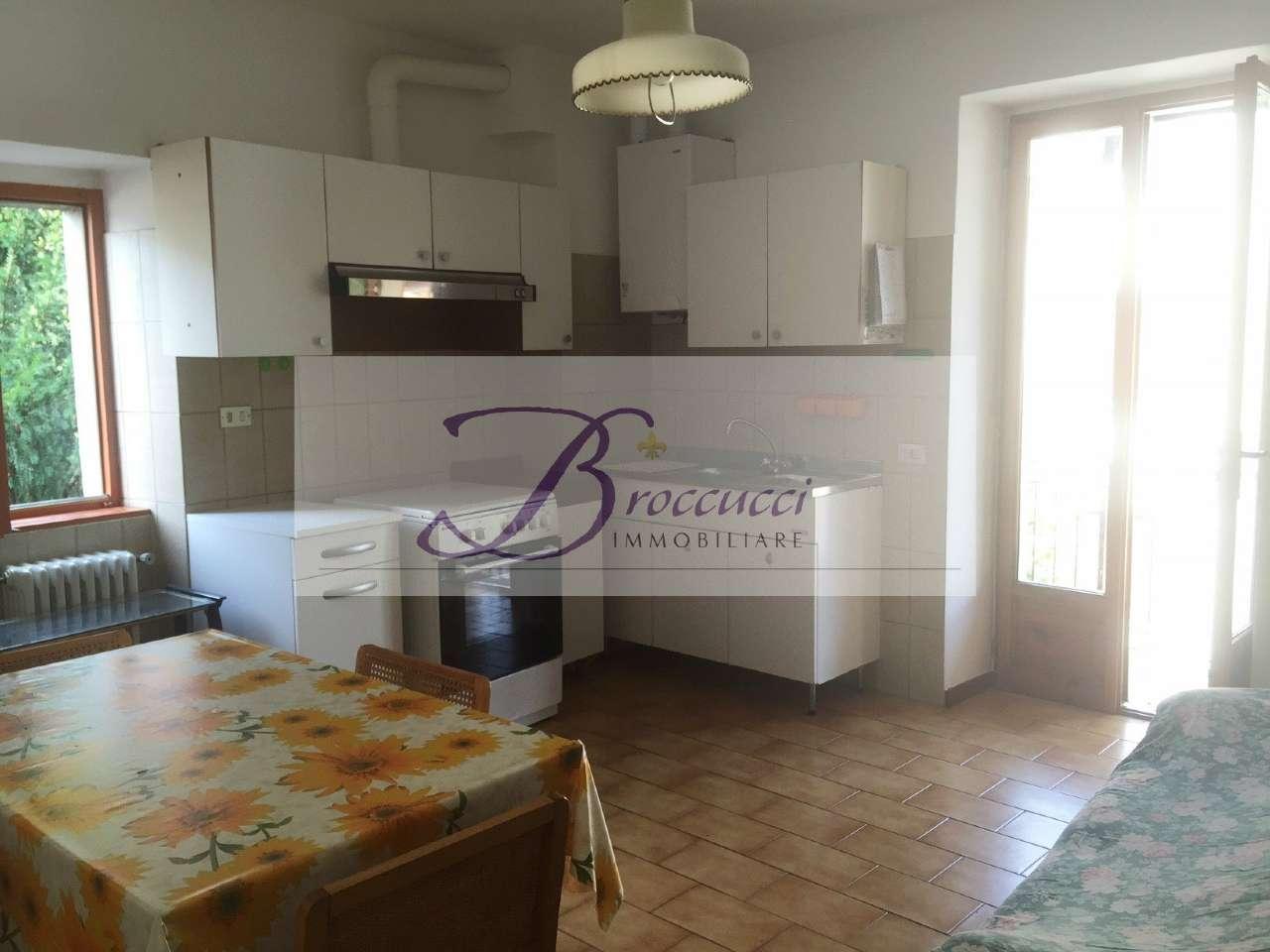 Appartamento in buone condizioni in affitto Rif. 8645258