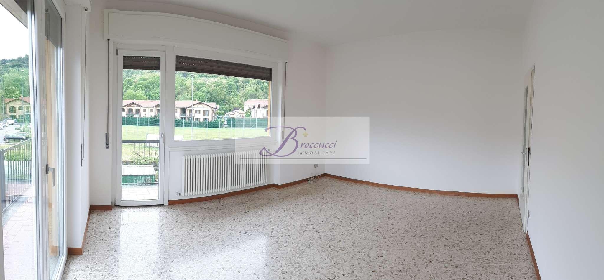 Appartamento in buone condizioni in vendita Rif. 8677339