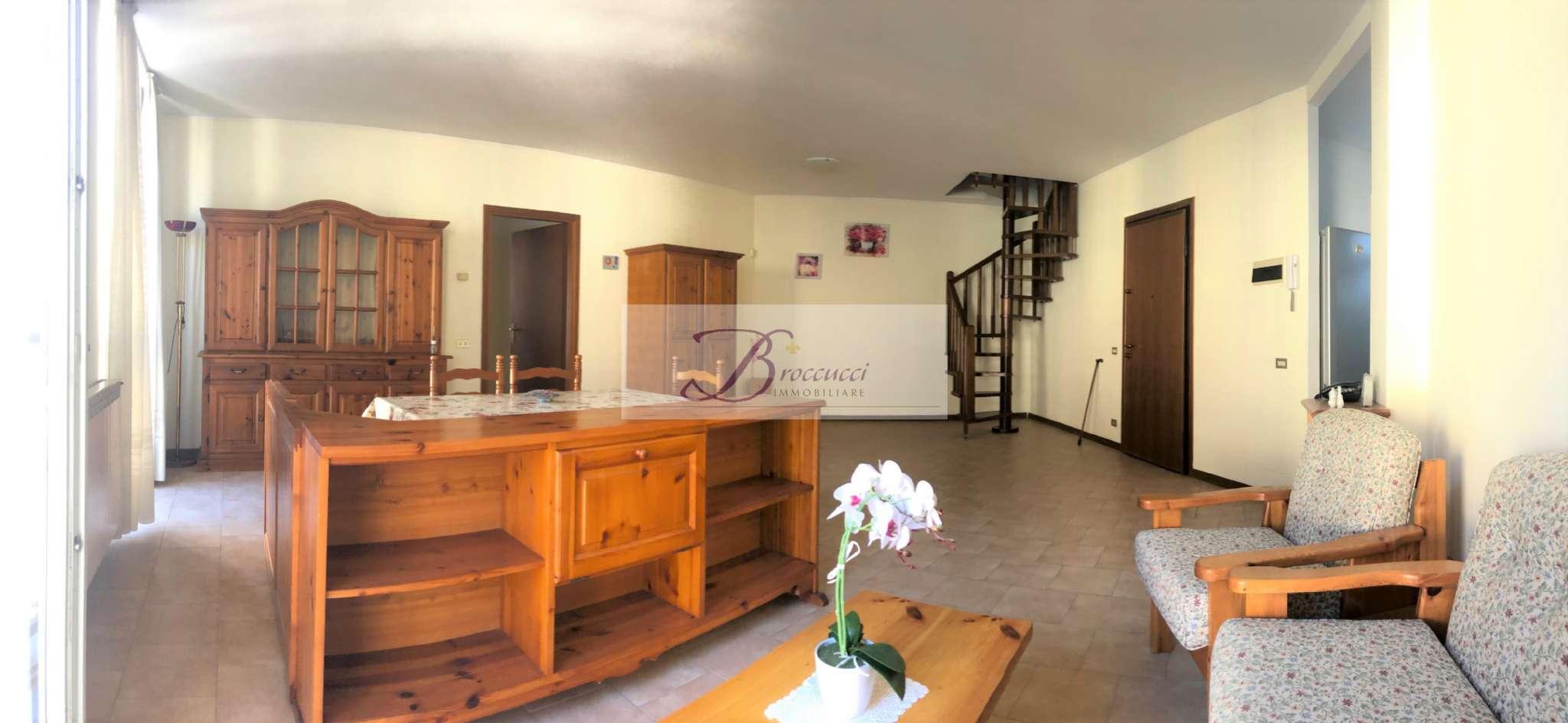 Appartamento in buone condizioni in vendita Rif. 8831174