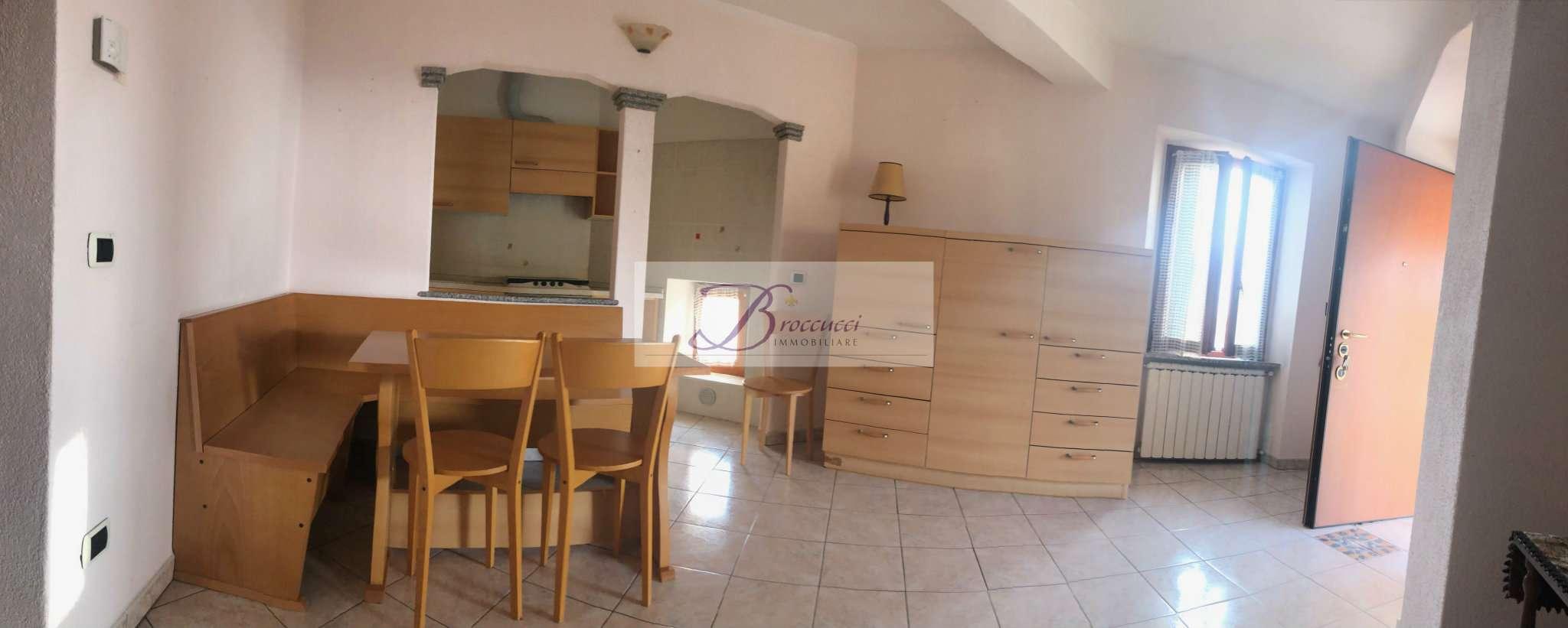 Appartamento in buone condizioni arredato in affitto Rif. 8862136