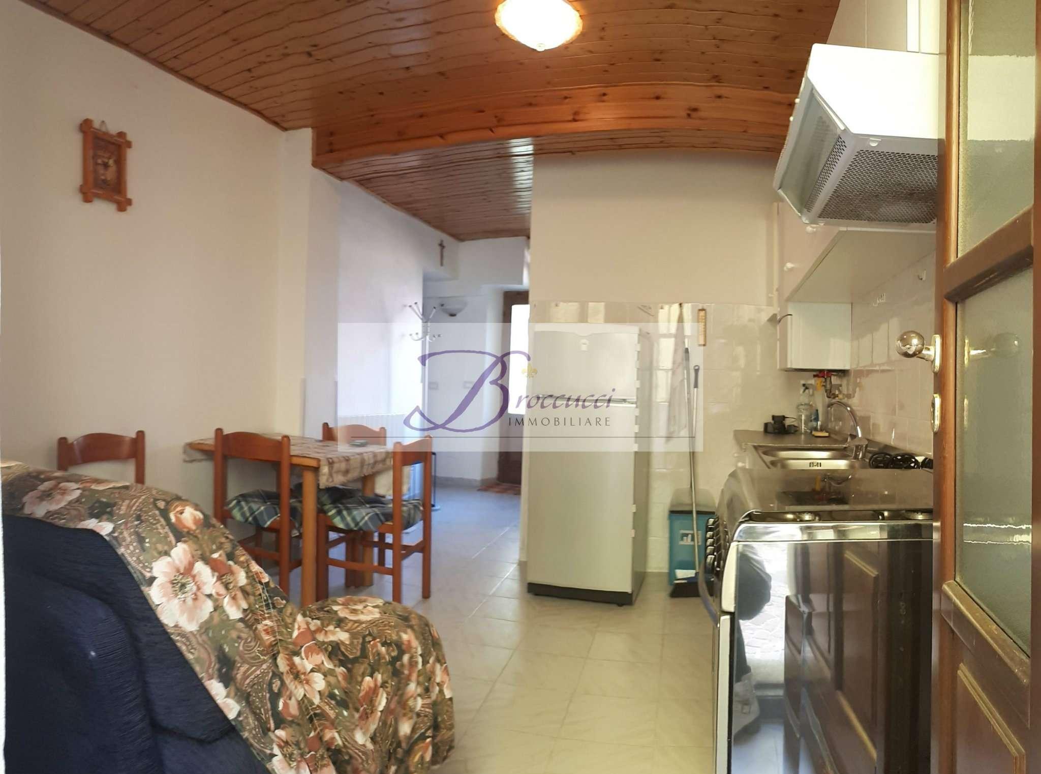 Appartamento in buone condizioni arredato in affitto Rif. 8962511