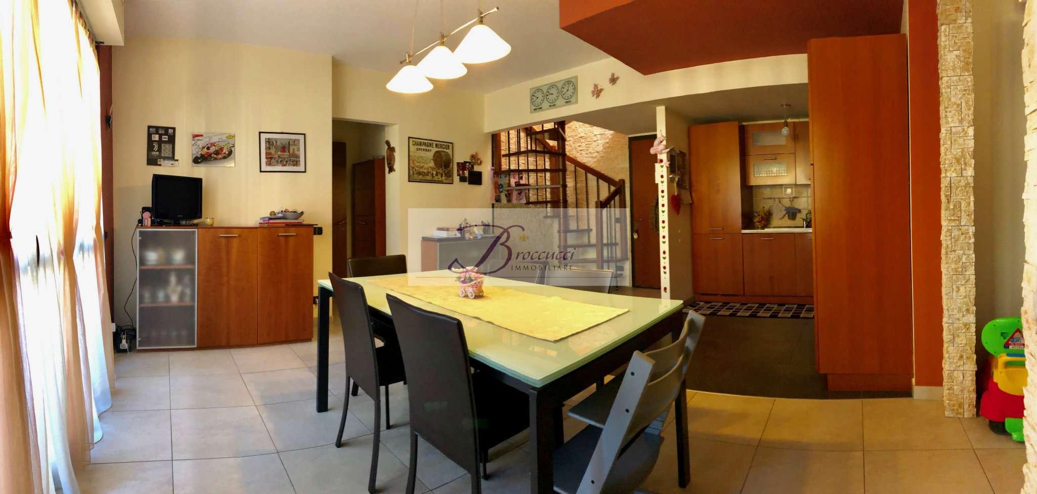 Appartamento in vendita a Viggiù, 2 locali, prezzo € 145.000 | PortaleAgenzieImmobiliari.it