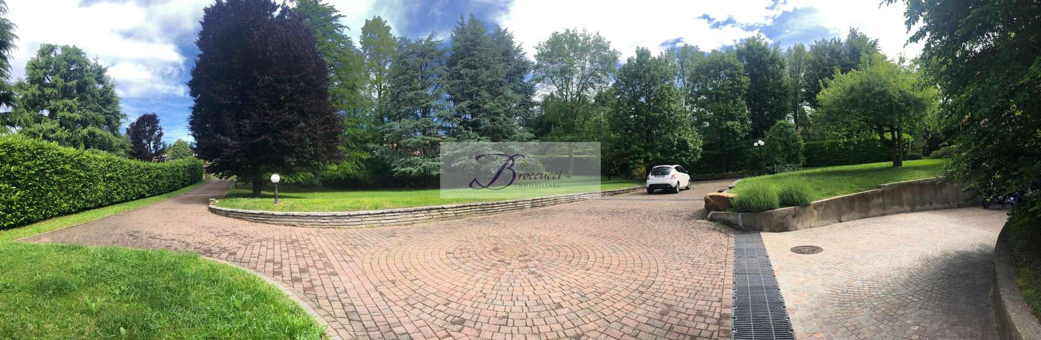 Villa Bifamiliare in affitto a Clivio, 8 locali, prezzo € 1.800   PortaleAgenzieImmobiliari.it