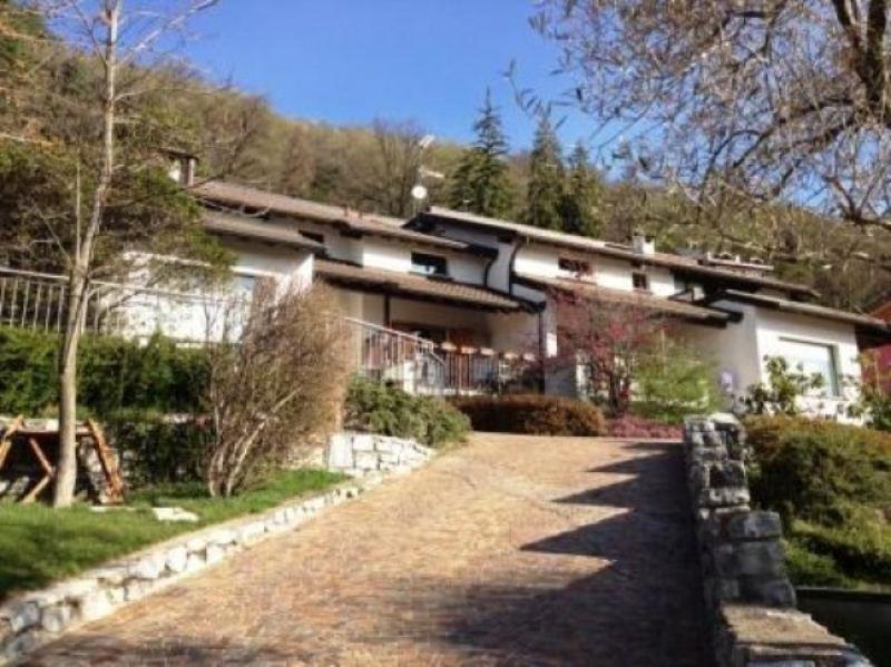 Appartamento in ottime condizioni in vendita Rif. 6811609