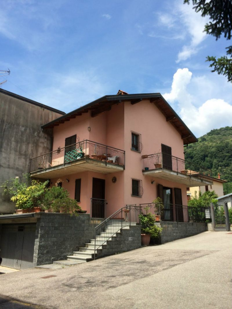 Porzione di casa in buone condizioni in vendita Rif. 6811668