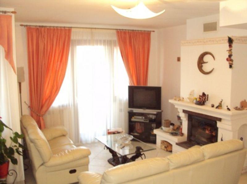 Villa in vendita a Offagna, 4 locali, prezzo € 295.000 | CambioCasa.it