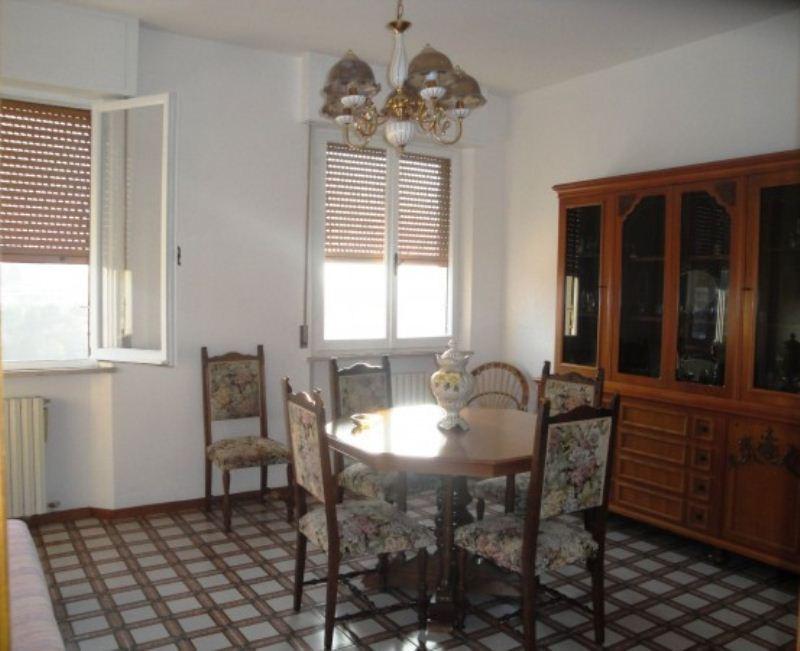 Appartamento in vendita a Ancona, 3 locali, prezzo € 90.000   CambioCasa.it