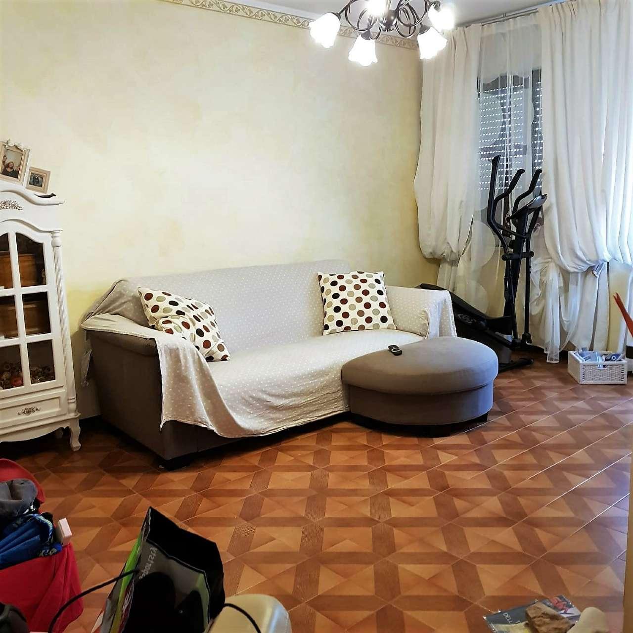 Appartamento in buone condizioni in vendita Rif. 8592214