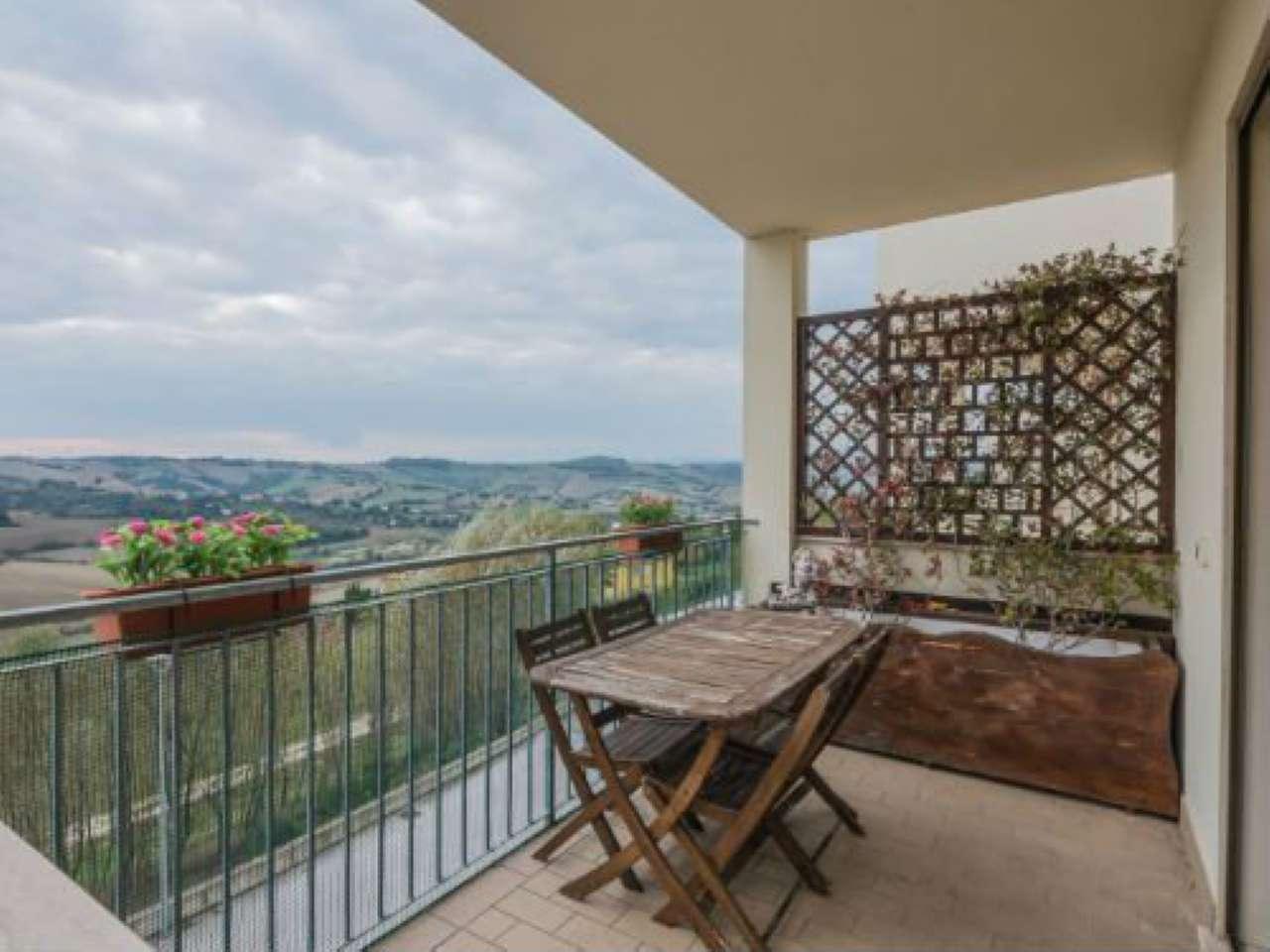 Appartamento in ottime condizioni in vendita Rif. 6772869