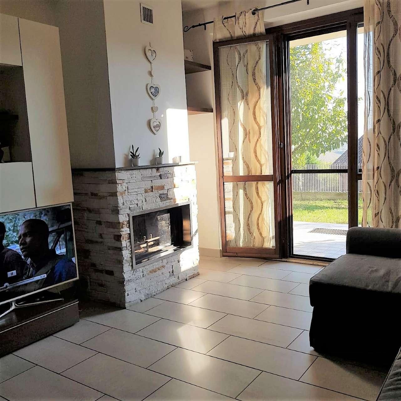 Appartamento in ottime condizioni parzialmente arredato in vendita Rif. 8561243