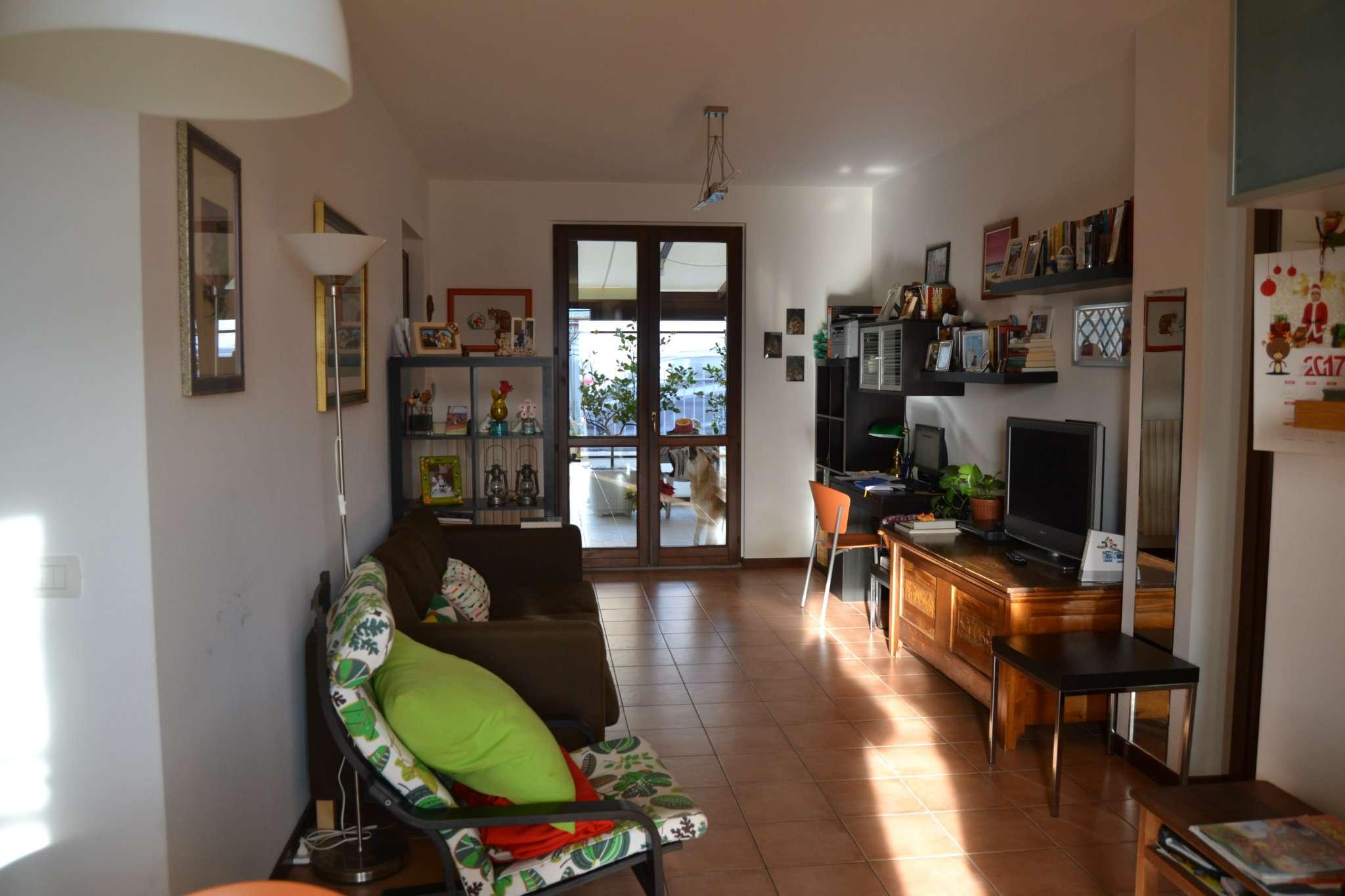Appartamento in ottime condizioni in vendita Rif. 8923130