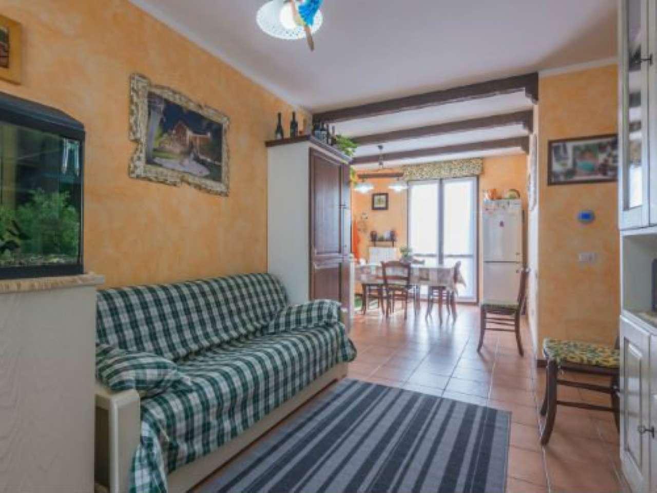 Appartamento in ottime condizioni in vendita Rif. 8561242