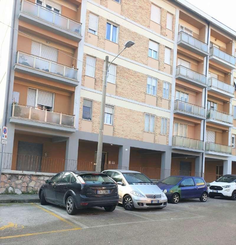Appartamento in vendita a Ancona, 3 locali, prezzo € 65.000   CambioCasa.it