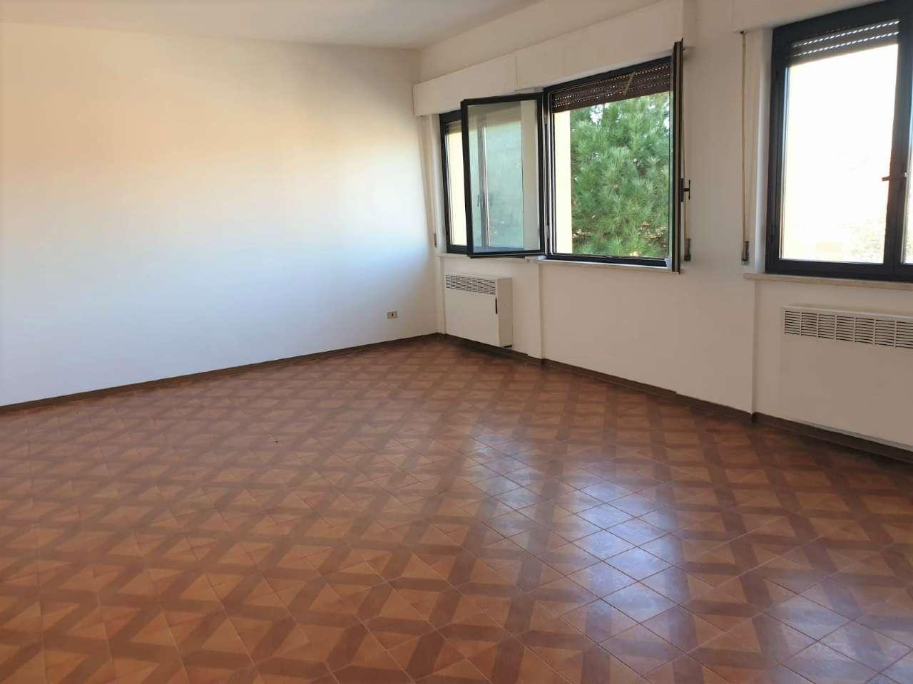 Appartamento in vendita a Agugliano, 3 locali, prezzo € 58.000   CambioCasa.it