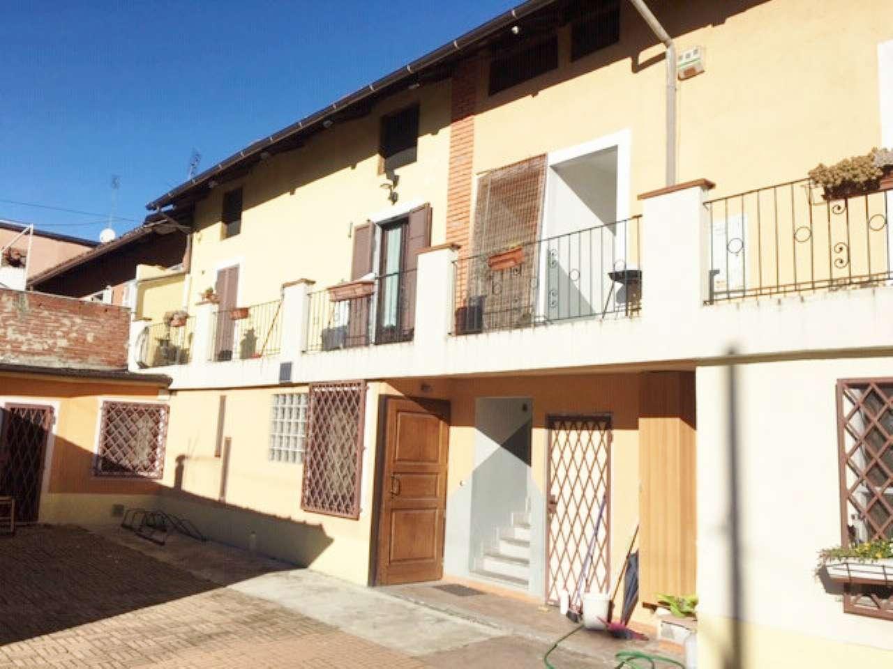 Appartamento in buone condizioni arredato in affitto Rif. 8886296