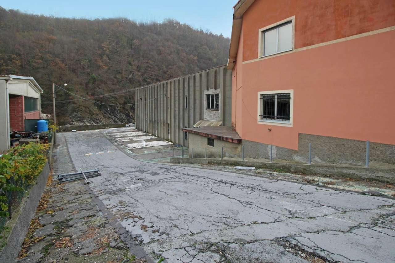Negozio / Locale in vendita a Savignone, 1 locali, prezzo € 255.000 | CambioCasa.it