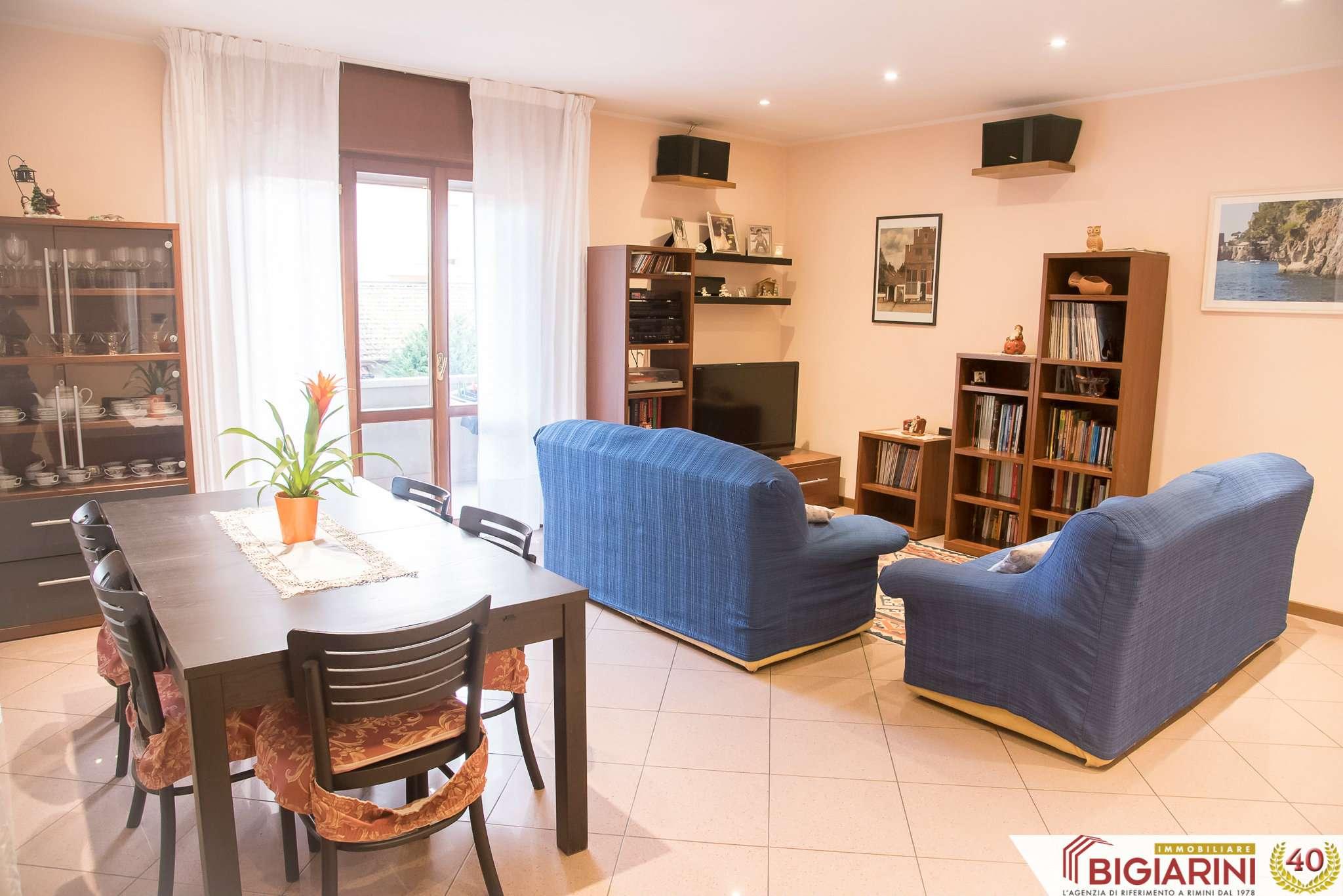 Riccione zona via Ceccarini — Appartamento tre camere in casa bifamiliare con primo piano con garage