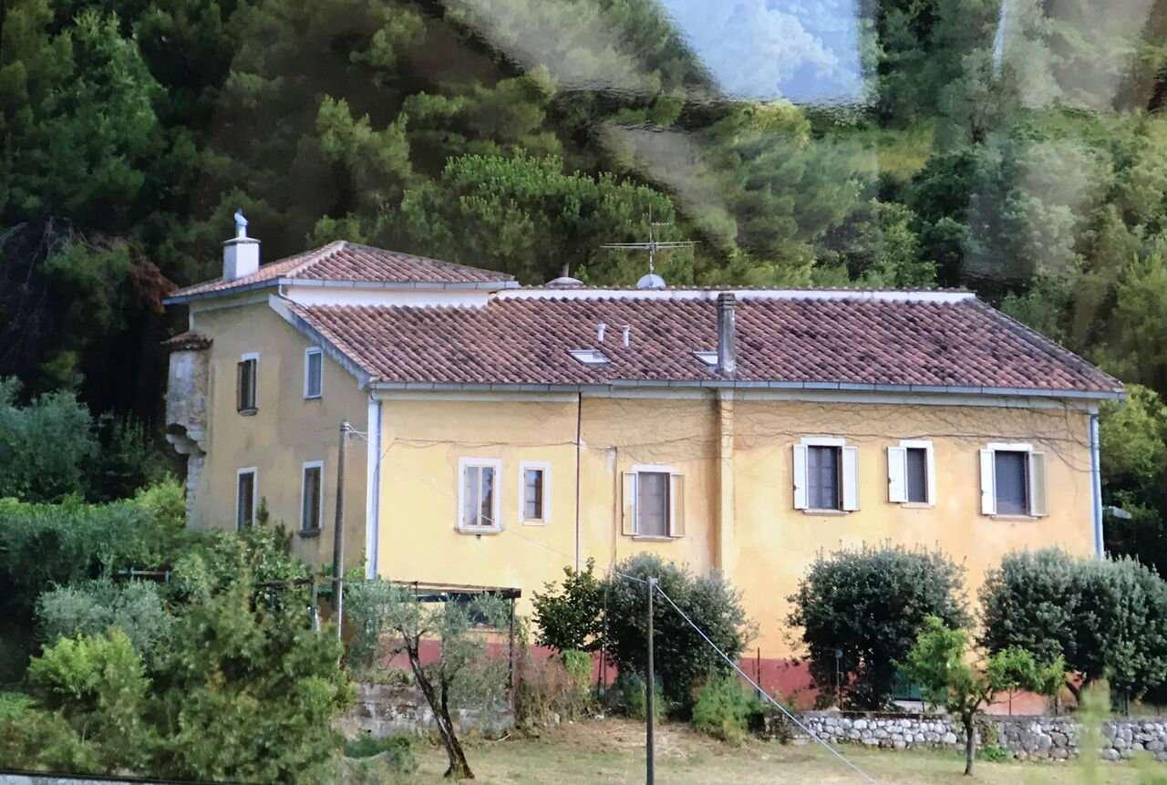 Villa in vendita a Sicignano degli Alburni, 10 locali, prezzo € 350.000 | CambioCasa.it