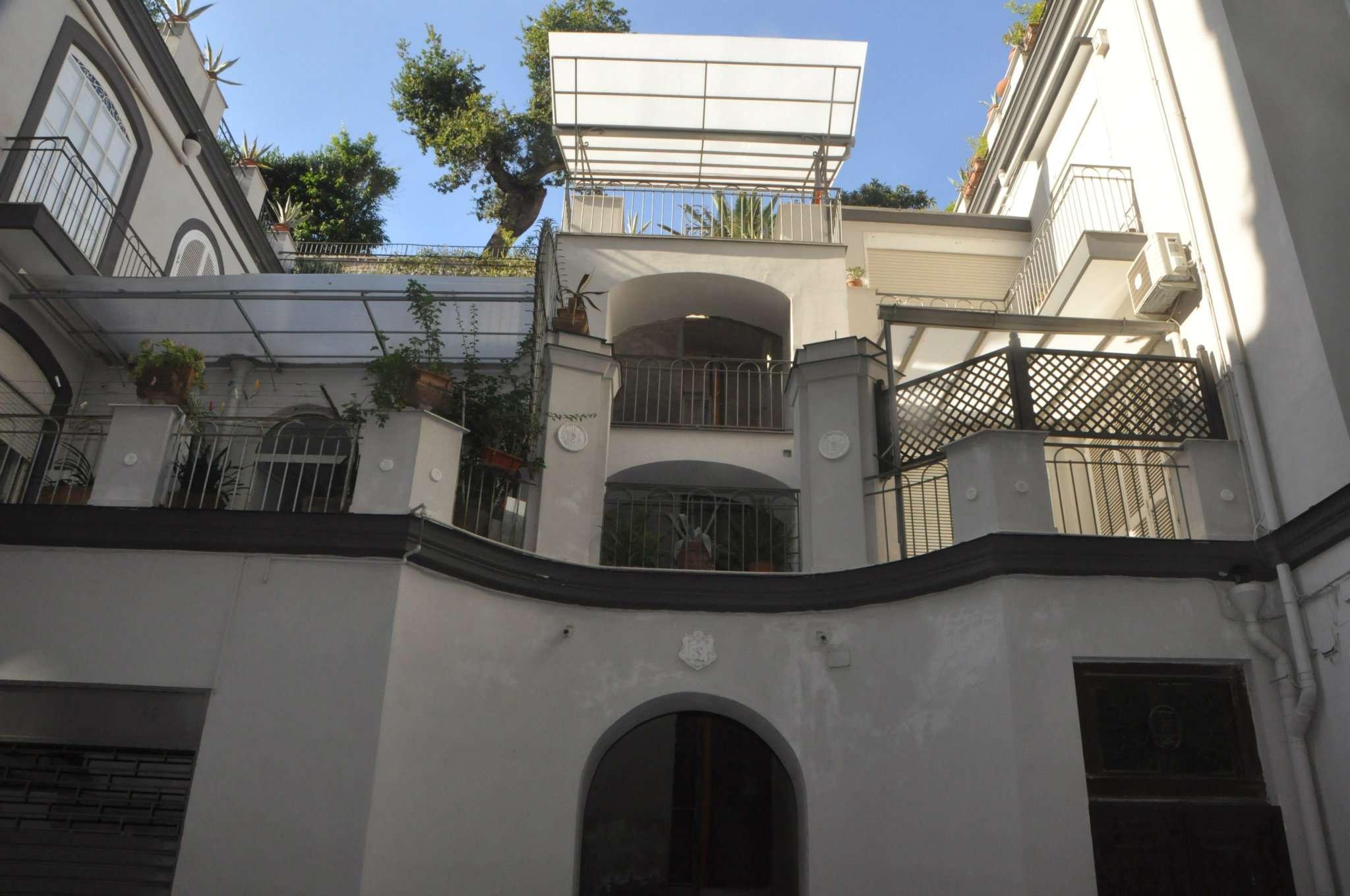 Appartamento in vendita napoli via posillipo for Vendita immobili da privati