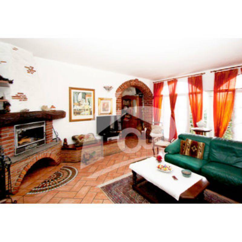 Soluzione Semindipendente in vendita a Brebbia, 6 locali, prezzo € 320.000 | CambioCasa.it