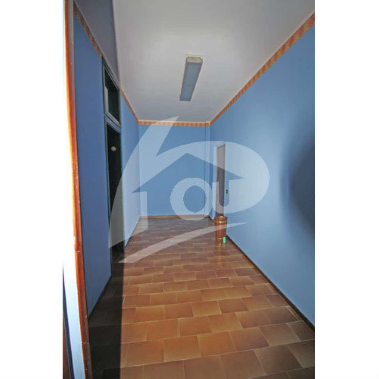 Ufficio / Studio in vendita a Cittiglio, 3 locali, prezzo € 80.000 | CambioCasa.it