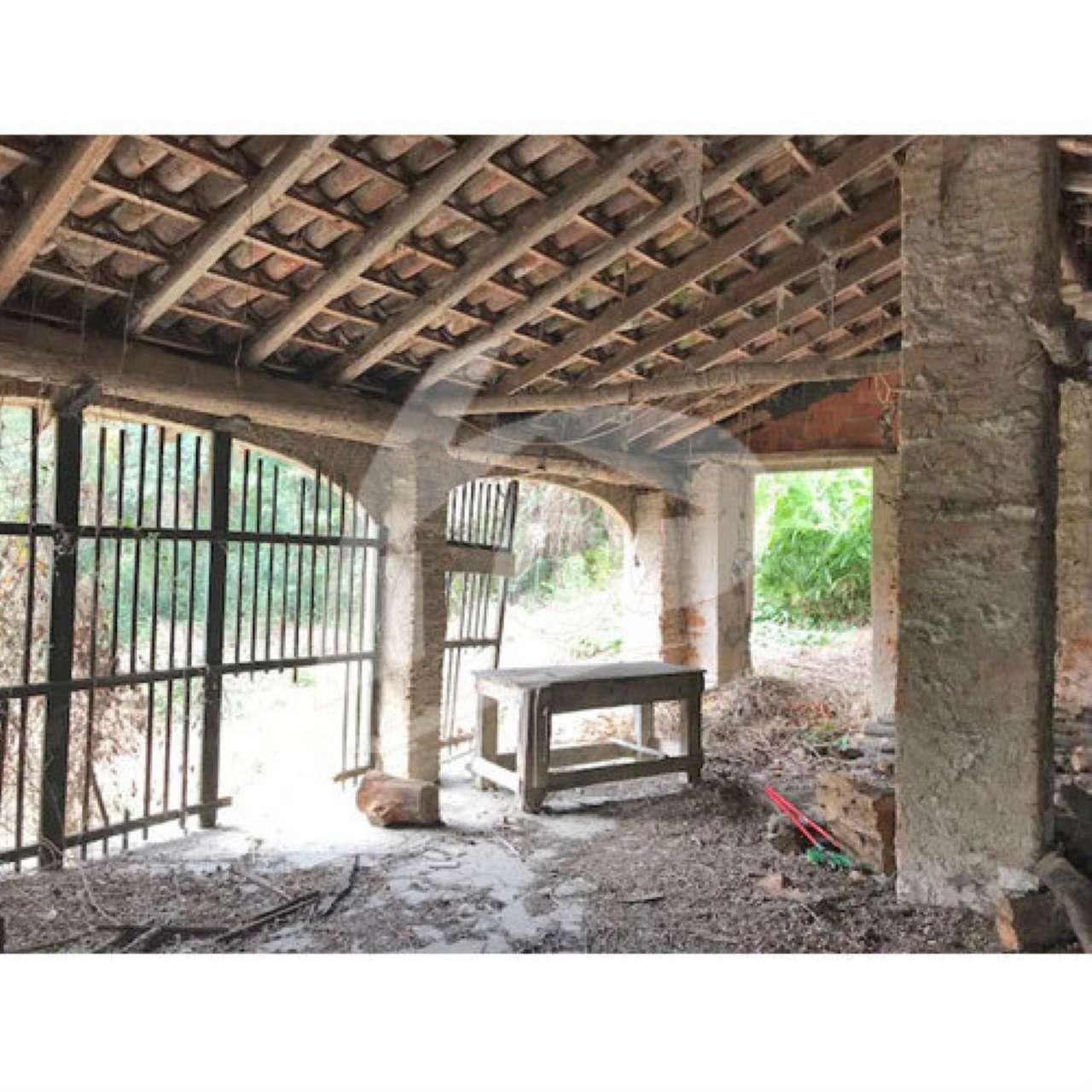 Villa in Vendita a Caravate