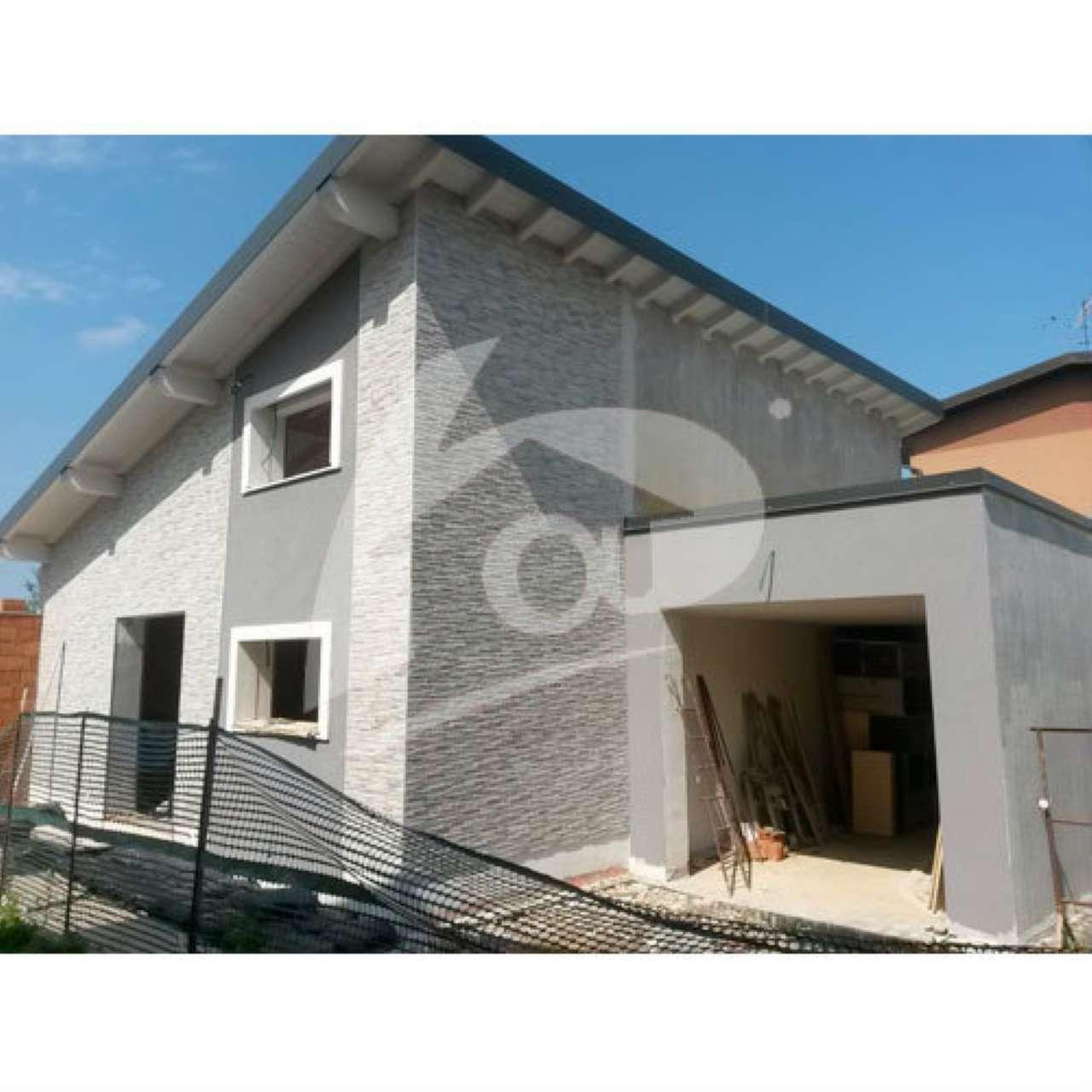 Villa a Schiera in Vendita a Cocquio-Trevisago