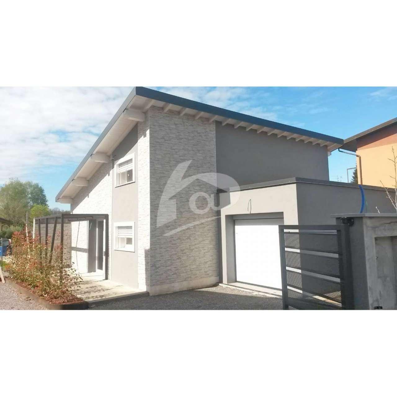 Villa a Schiera in vendita a Cocquio-Trevisago, 4 locali, prezzo € 245.000 | PortaleAgenzieImmobiliari.it