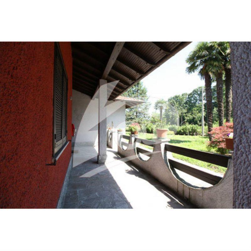 Villa in vendita a Brebbia, 5 locali, prezzo € 350.000 | CambioCasa.it