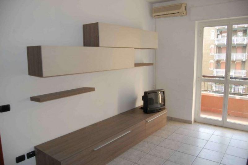 Appartamento in buone condizioni arredato in affitto Rif. 8112599