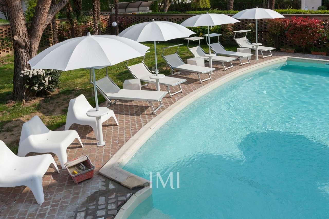 Villa in vendita a Peschiera Borromeo, 5 locali, prezzo € 1.350.000   CambioCasa.it