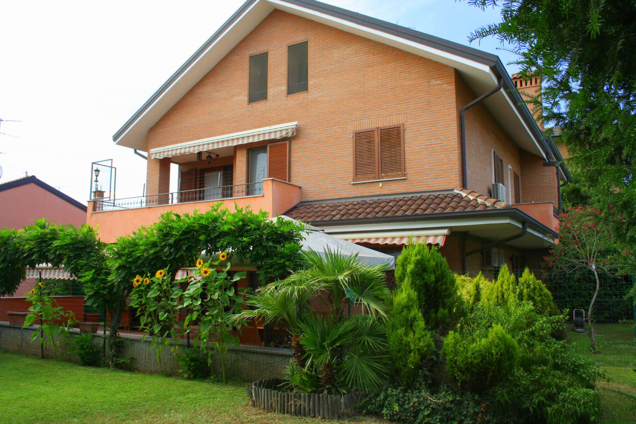 Appartamento in ottime condizioni parzialmente arredato in affitto Rif. 7892825