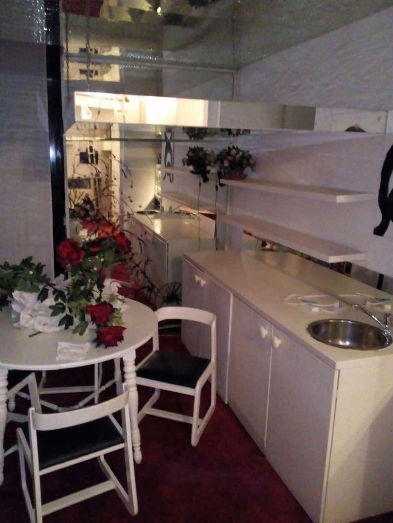 Appartamento in buone condizioni arredato in affitto Rif. 6102814