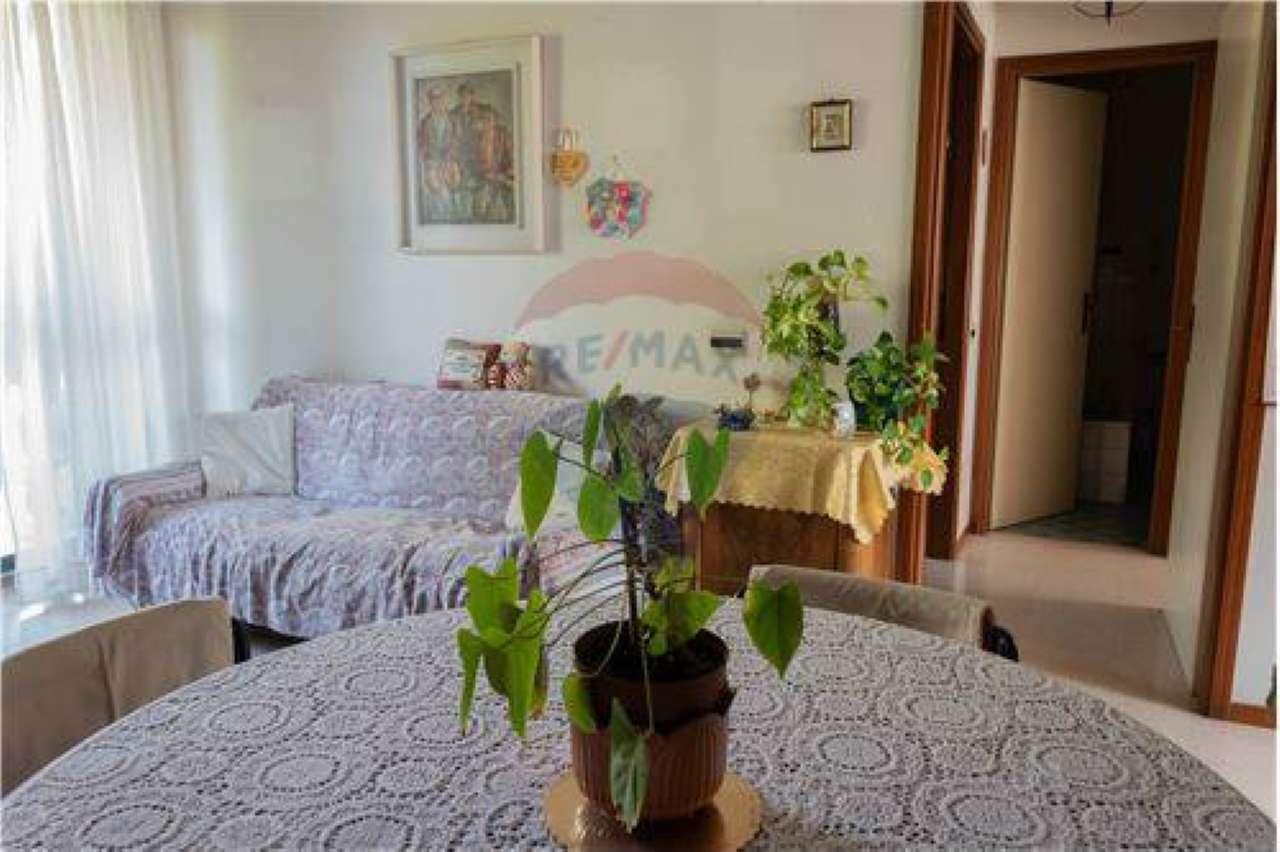 Appartamento in buone condizioni parzialmente arredato in vendita Rif. 8832381