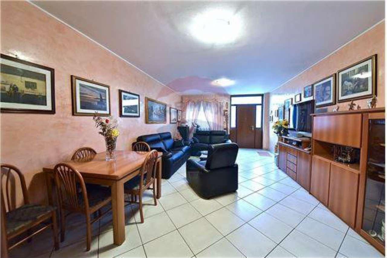 Appartamento in buone condizioni in vendita Rif. 8887560