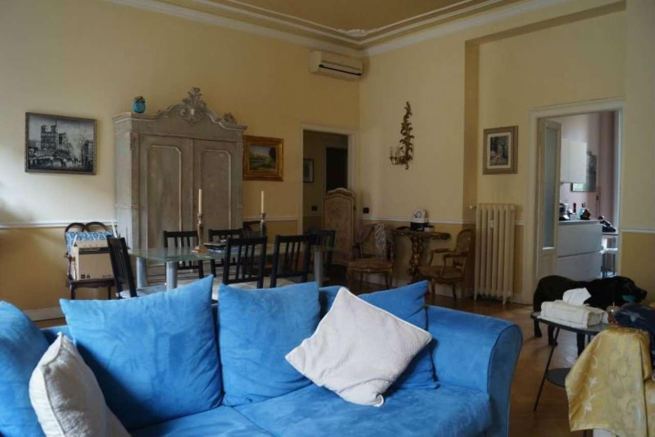 Via V. Bellini zona Monforte appartamento di 3 locali in stabile d'epoca