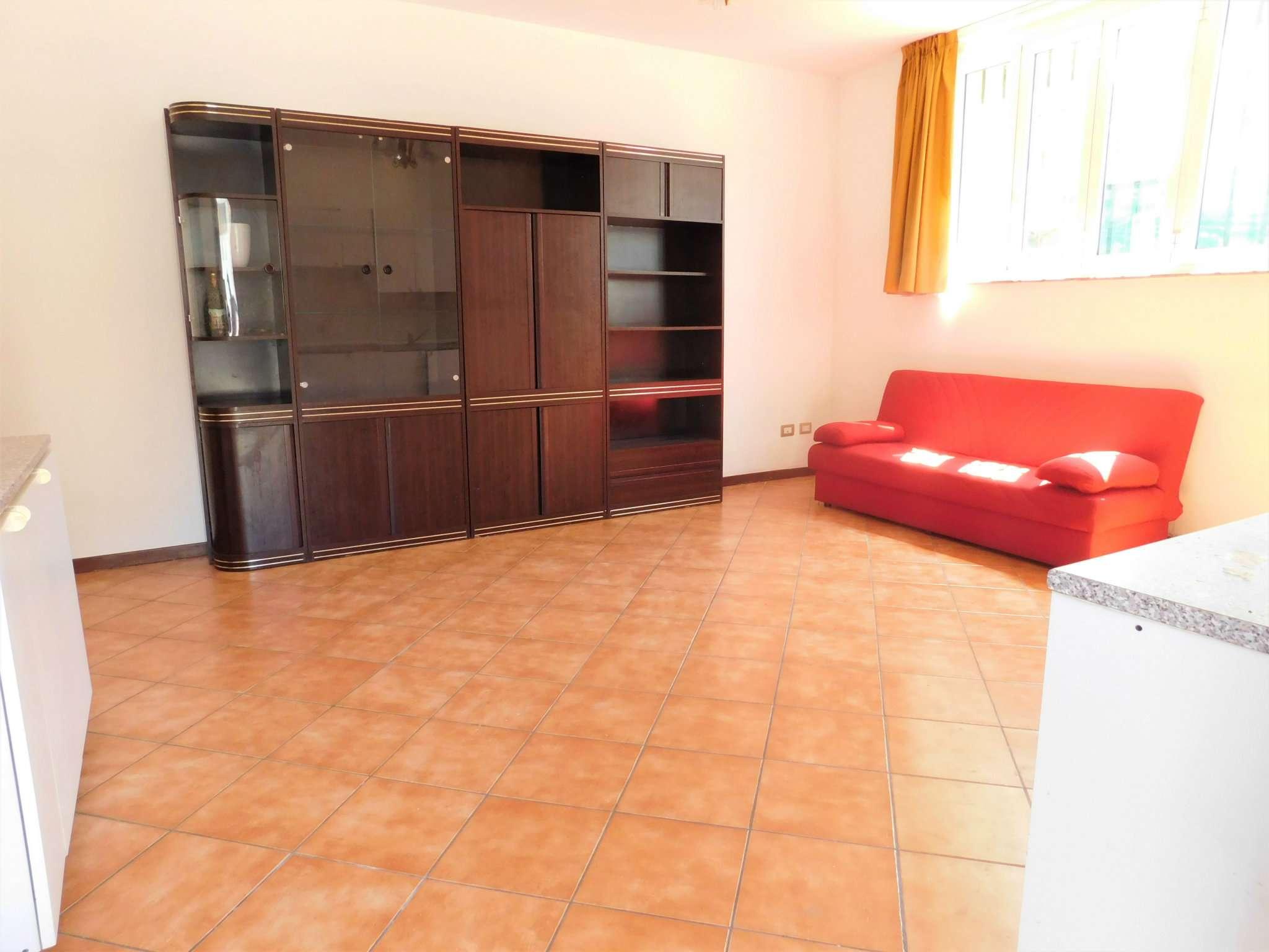 Appartamento in buone condizioni parzialmente arredato in vendita Rif. 7148749