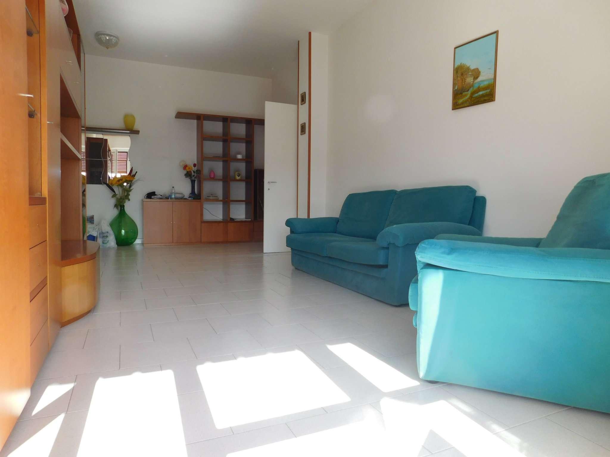 Appartamento parzialmente arredato in affitto Rif. 7228140